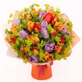 Букет с тюльпанами «Яркий всплеск»