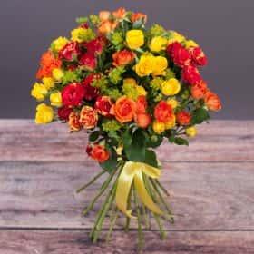Букет из 15-ти ярких кустовых роз