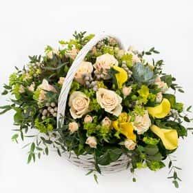 Корзина с розами и каллами «Родос»