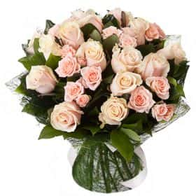 Букет с розами «Манхэттен» (средний)
